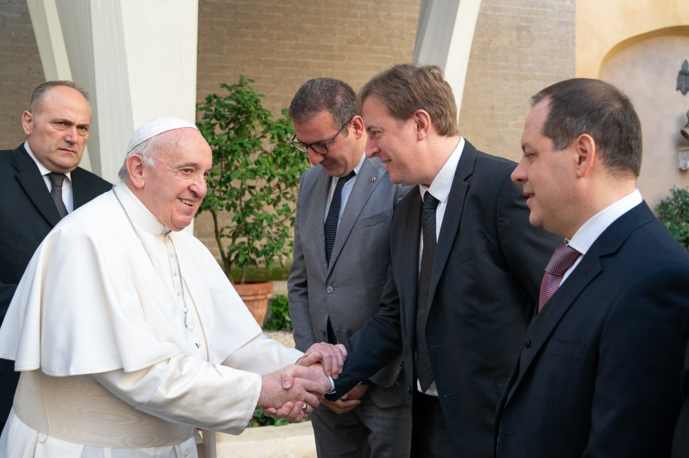 GROUPE RENAULT DELIVERS AN EXCLUSIVE DACIA TO POPE FRANCIS (4)