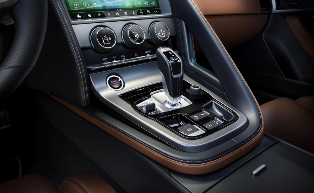 Jag_F-TYPE_21MY_Reveal_Image_Detail_CentreConsole_02.12.19_04