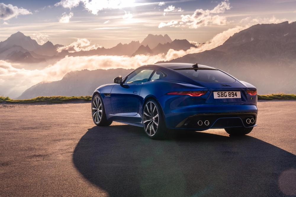 Jag_F-TYPE_R_21MY_Velocity_Blue_Reveal_Switzerland_02.12.19_02