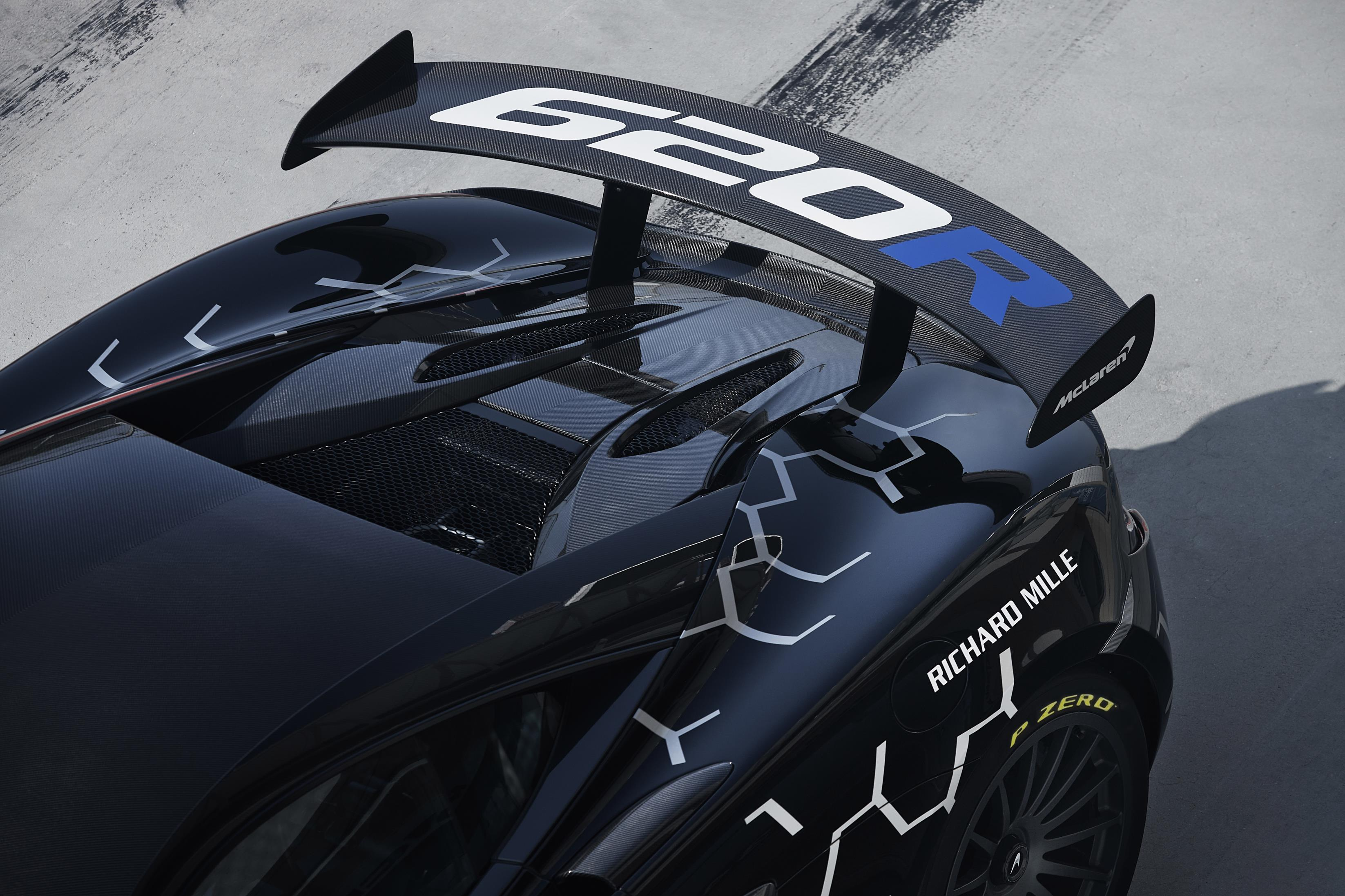NEW McLAREN 620R SETS THE PACE AS ROAD-LEGAL VERSION OF McLAREN GT4 RACE CAR